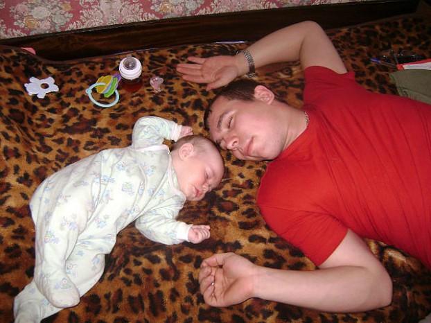 фото спящая мать