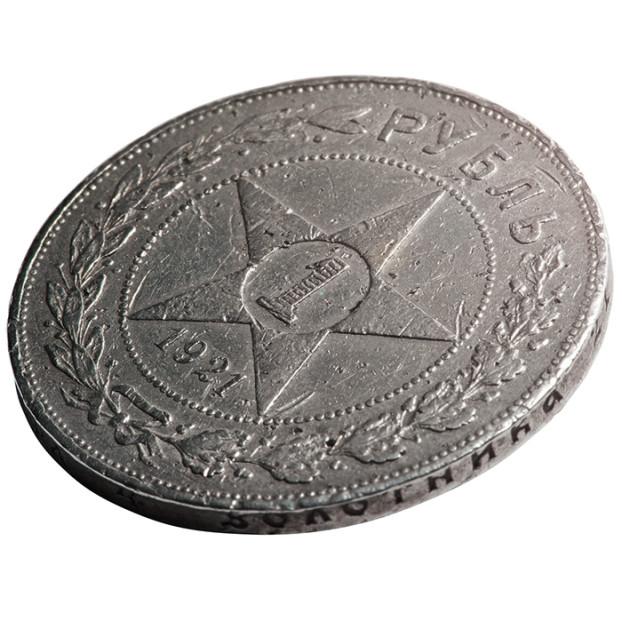 монета серебряная с новым знаком рубль